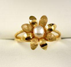 Leber Jeweler flower petal pearl ring