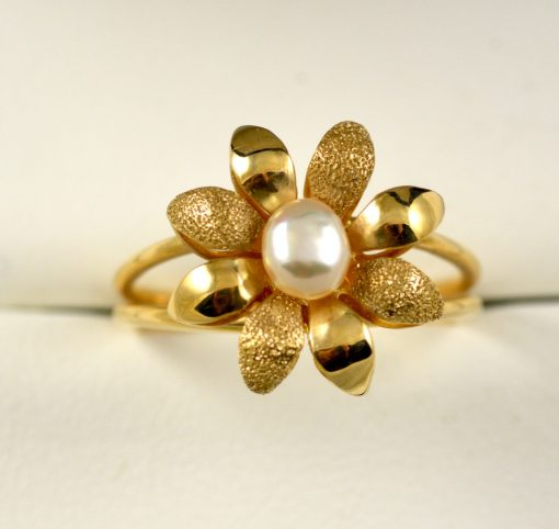 Leber Jeweler flower petal pearl ring