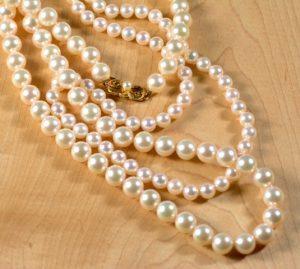 Leber Jeweler Mikimoto pearl strands
